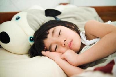 复旦大学院长说小孩睡懒觉没坏处