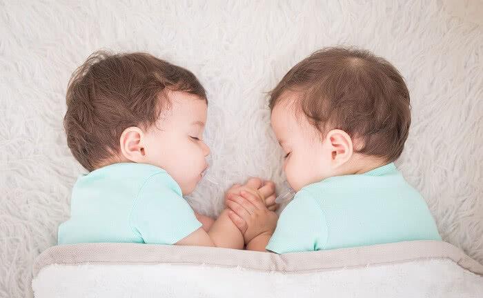 双胞胎多久可以查出来