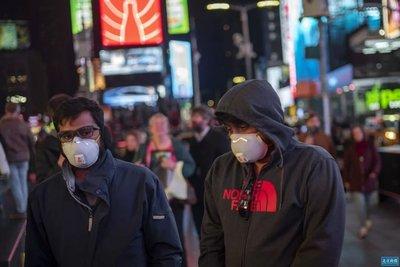 越来越多美国人假装疫情结束
