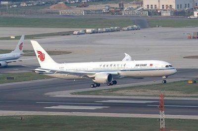 乘客还原男子谎称飞机有炸弹现场