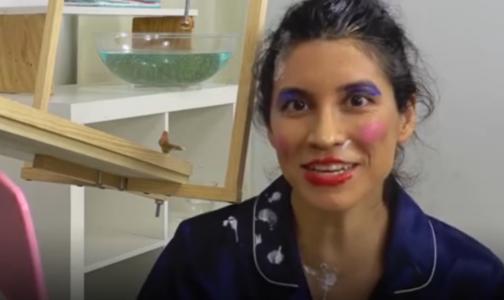 美国网红研发自动化妆机