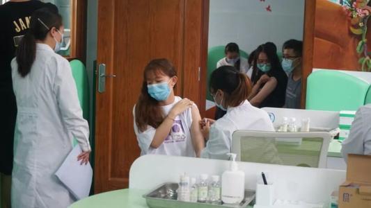 医院员工接种疫苗仍感染 官方通报