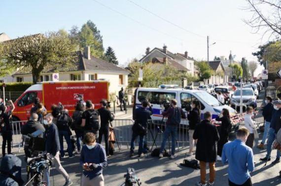 法国反恐部门加紧调查持刀袭警事件2