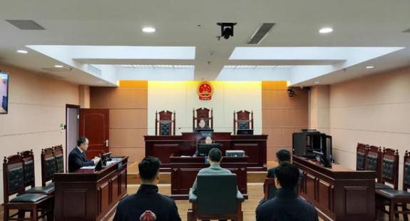广东东莞一民警处警时遭嫌犯持刀袭击3