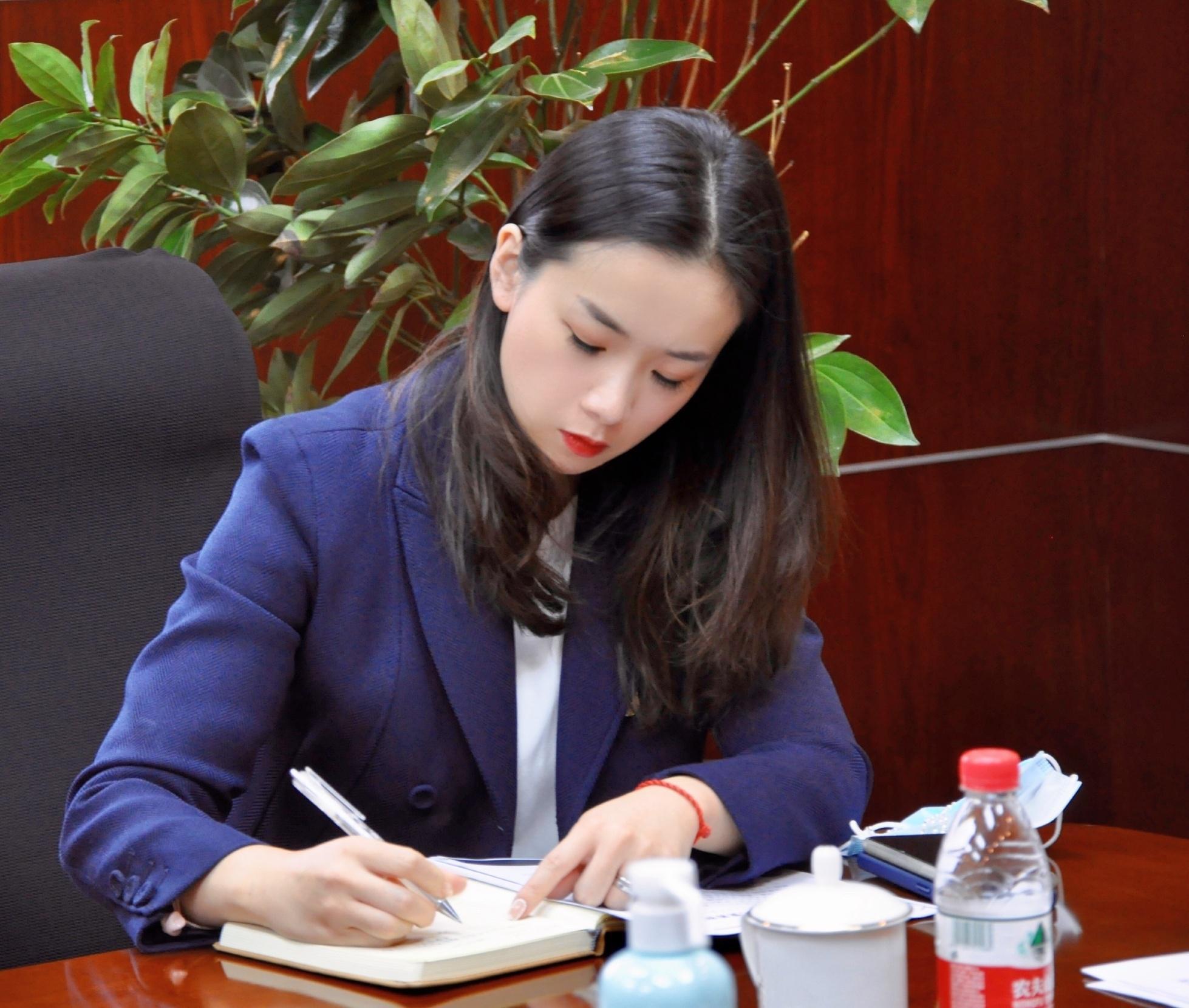 杨鸣老婆唐佳良微博