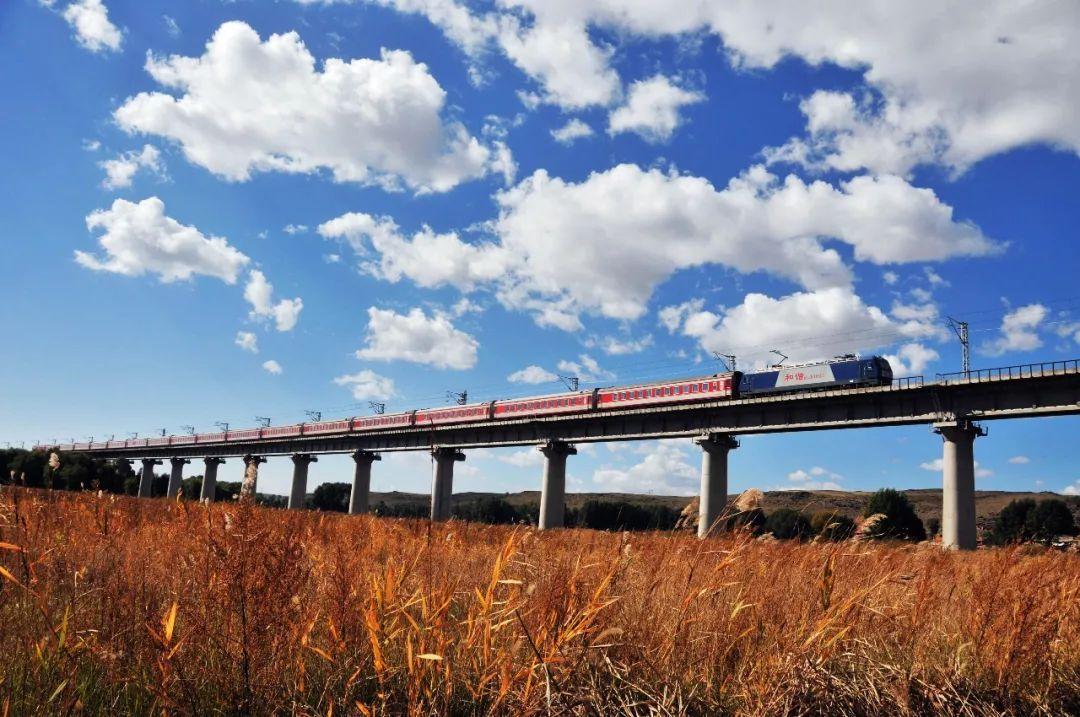 兰州铁路通报列车事故致9人遇难