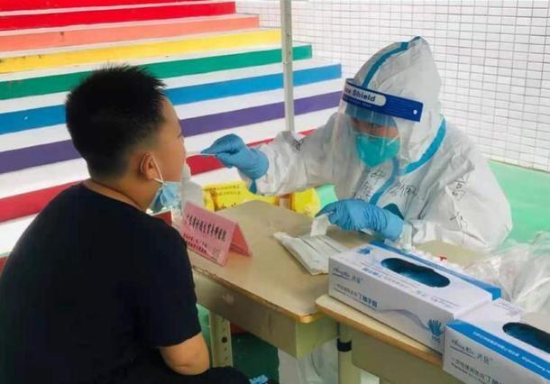 广州护士妈妈遗憾送考旗袍没穿上