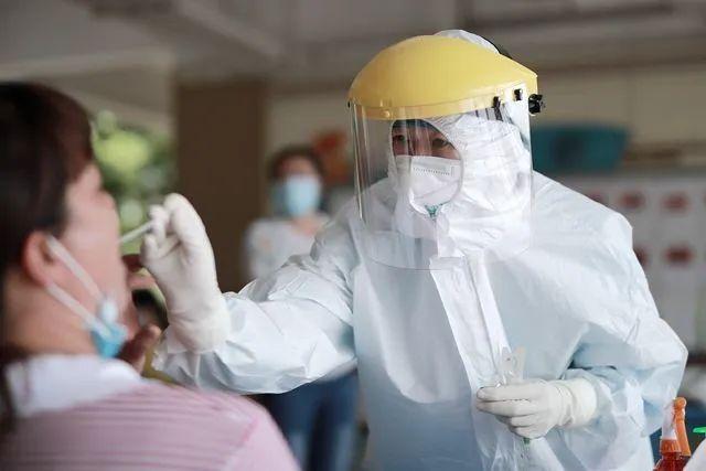 凌晨通报!广州98例本土感染者所涉144个重点场所或小区公布