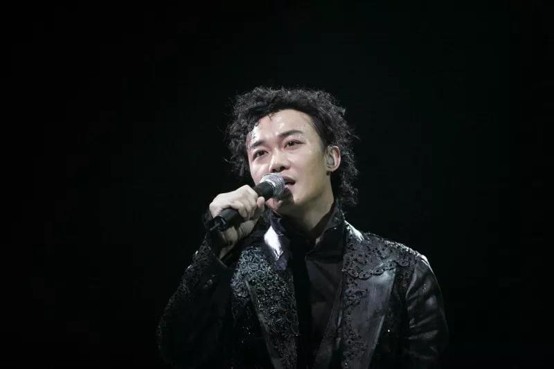 陈奕迅十年里面的那两个字是什么字