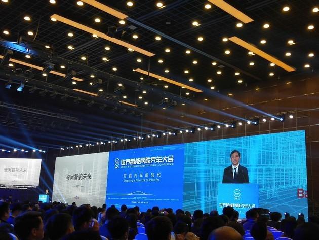 李彦宏:百度智能汽车正在研发当中