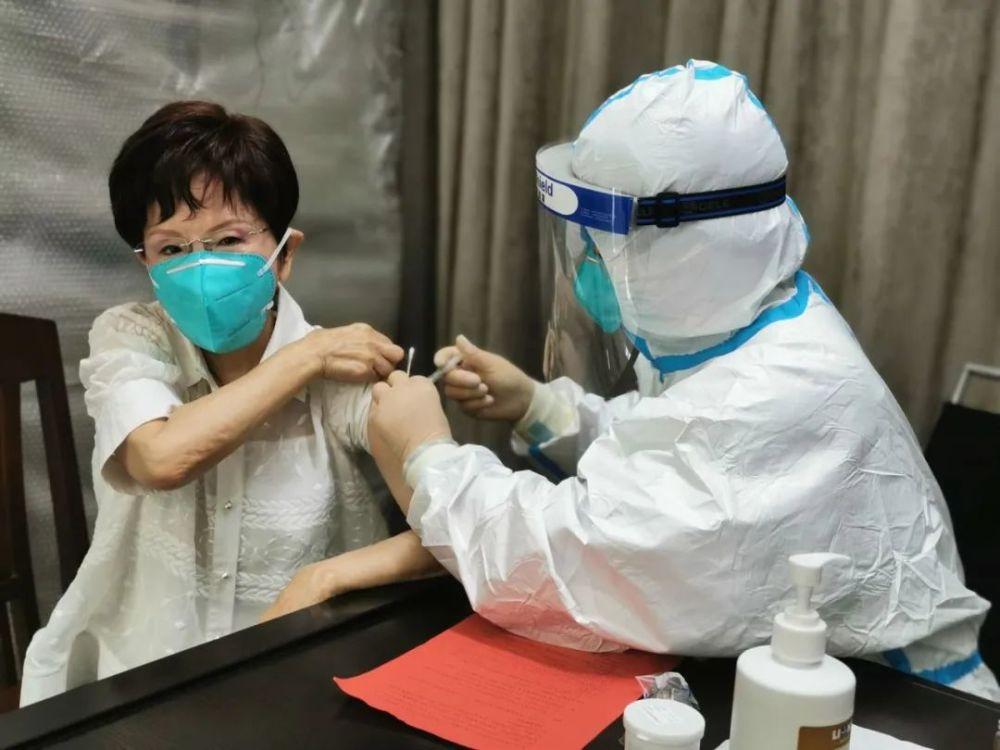 洪秀柱在大陆接种新冠疫苗