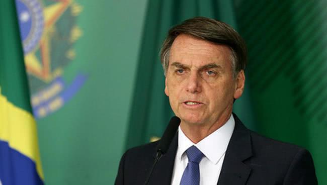 巴西总统连续打嗝10天入院治疗