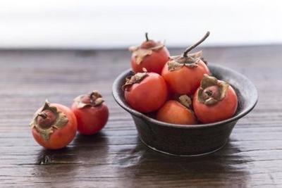 吃柿子能喝酒吗