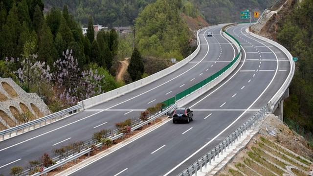河南境内25条高速31个路段封闭