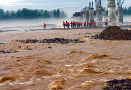 河南巩义山体滑坡 洪灾已致至少4死