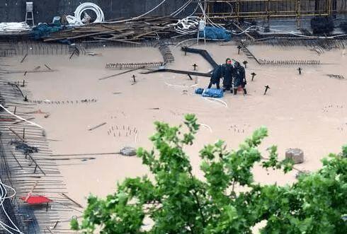 河南洪涝致33人遇难8人失踪