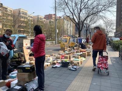 南京快递外卖人员一律不得进小区