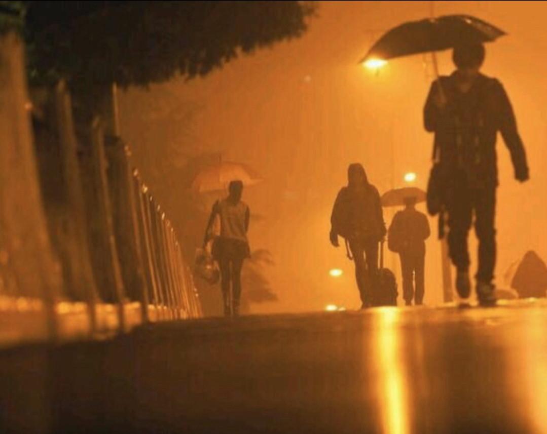 杭州街头疑似张起灵的照片