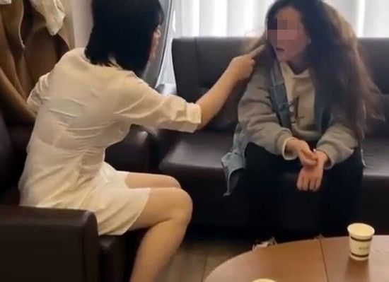 整形机构女老板殴打顾客